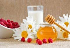 牛奶加蜂蜜可以一起喝吗?