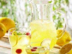 柠檬蜂蜜水的正确泡法(教你泡制方法及使用多少度水)