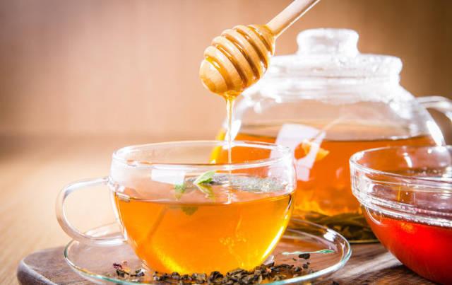 蜂蜜到底能增肥还是减肥(蜂蜜水怎样喝减肥)