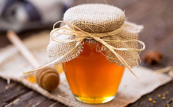 每天喝蜂蜜水的好处(喝蜂蜜水的好处和坏处)