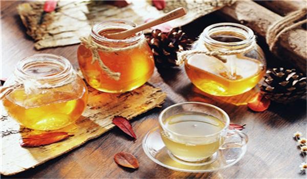 蜂蜜山楂水的功效与禁忌(山楂泡蜂蜜水有什么功效和作用)