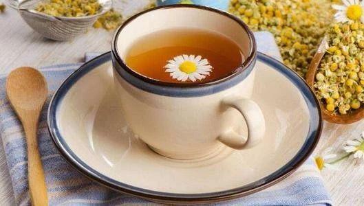 菊花茶加蜂蜜有什么好处和禁忌(菊花茶加蜂蜜的功效与作用)