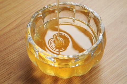 蜂蜜怎么去皱纹(蜂蜜去皱纹怎么使用)