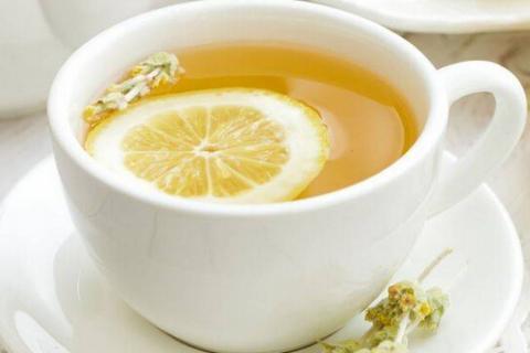 睡前喝柠檬蜂蜜水好吗(晚上睡觉前喝柠檬蜂蜜水有什么好处)