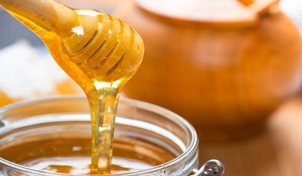 经常喝蜂蜜好不好(长期喝蜂蜜有什么好处和坏处)