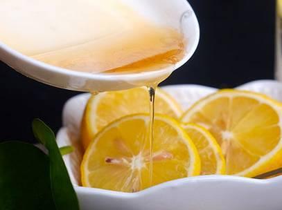 柠檬加蜂蜜可以祛斑吗(柠檬蜂祛斑方法及使用方法)