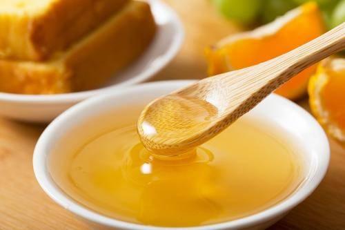 怎么看蜂蜜纯不纯(如何辨别蜂蜜的真假和是否纯正)