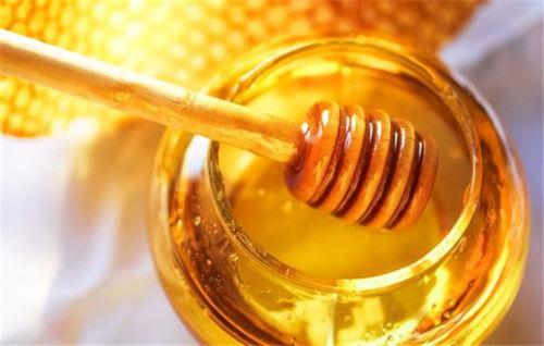 蜂蜜加什么可以祛斑美白(用蜂蜜搭配什么可以美白祛斑)