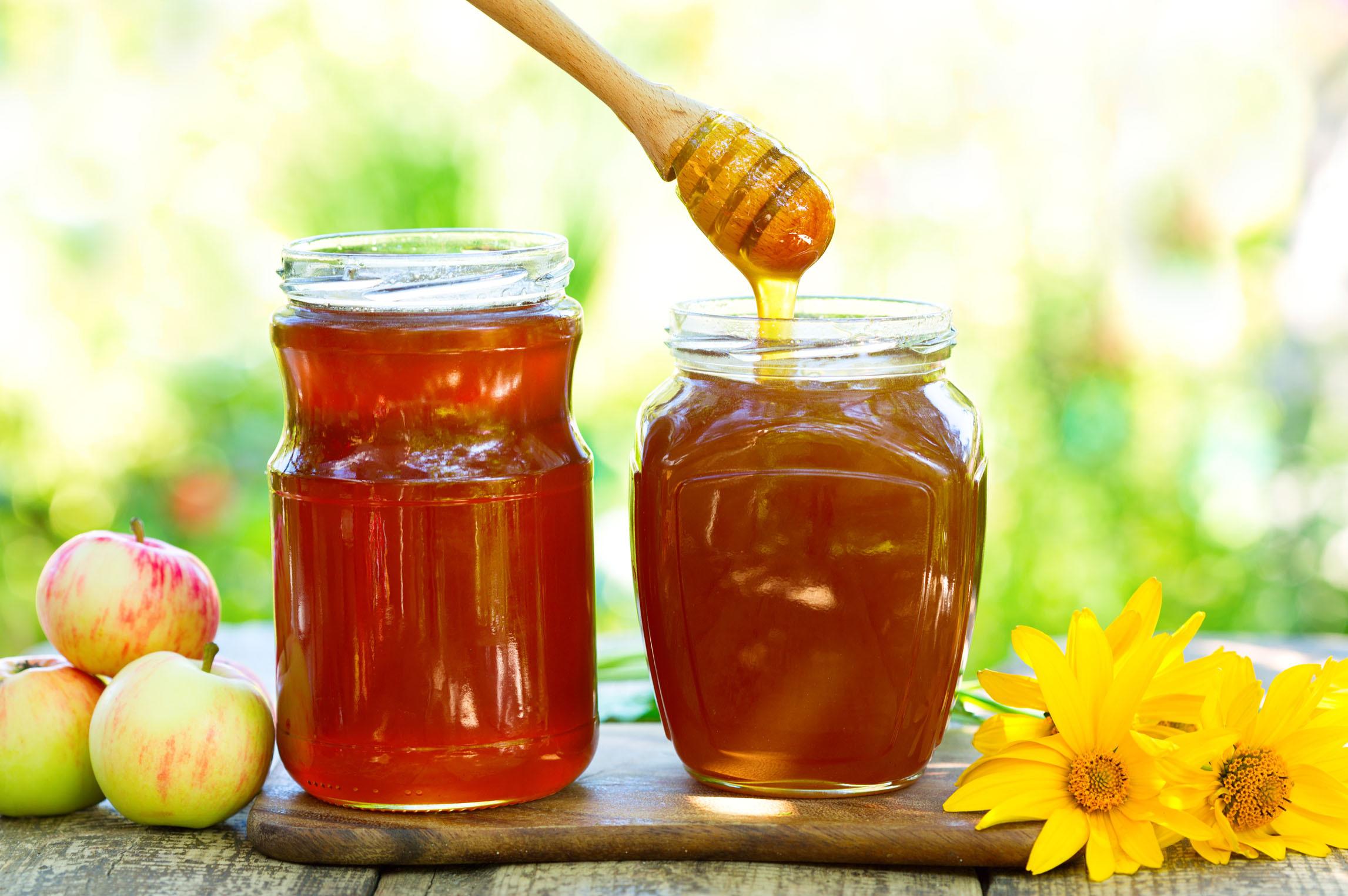 蜜蜂吃蜂蜜还是花粉(蜜蜂吃什么)
