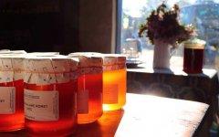有机蜂蜜和普通蜂蜜的区别(工业蜂蜜和自然蜂蜜的区别)