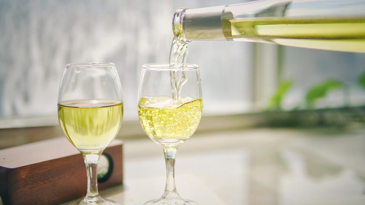 蜂蜜酒的功效与作用及简单做法(蜜蜂酒的功效和作用是什么)