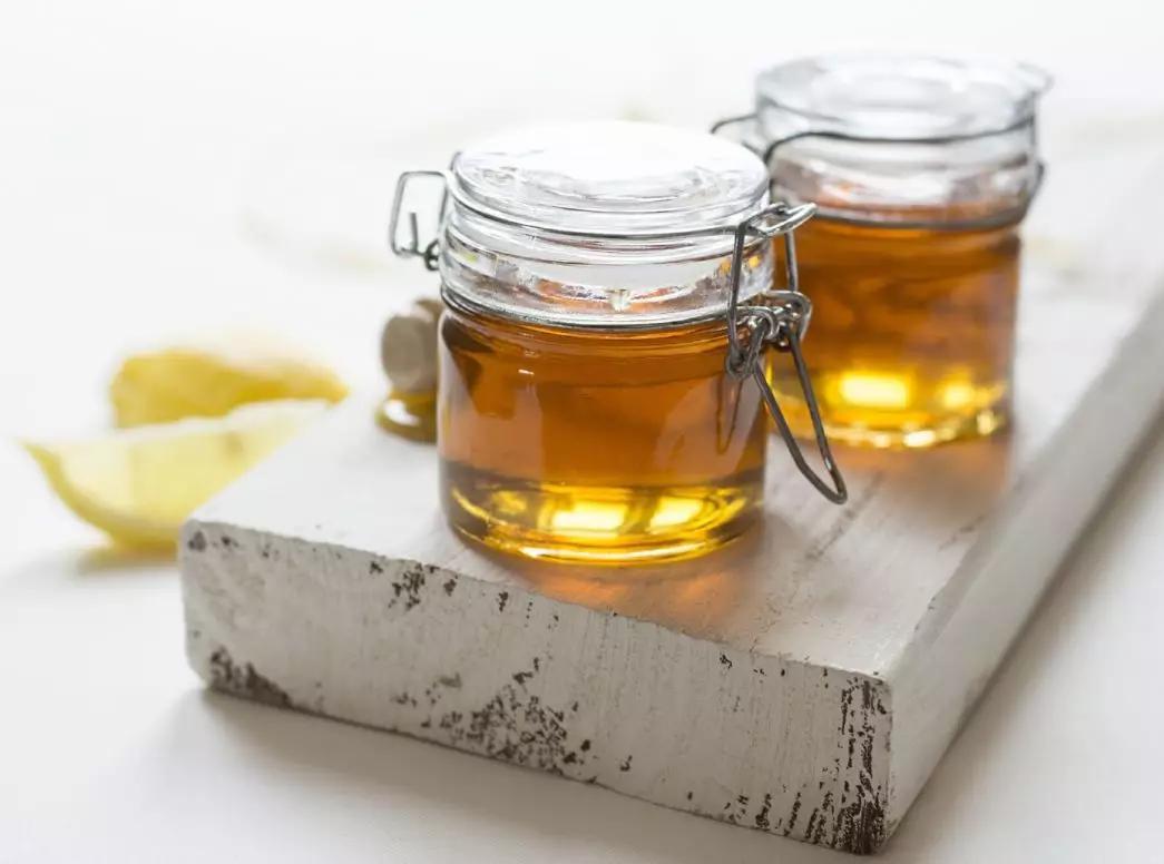 睡前蜂蜜水有什么好处(睡前喝蜂蜜水有什么效果)