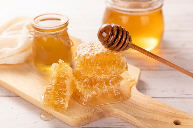 各种花的蜂蜜有什么区别(不同花的蜂蜜有区别吗)