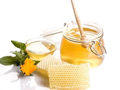 儿童喝蜂蜜好吗(小孩子吃蜂蜜好不好)