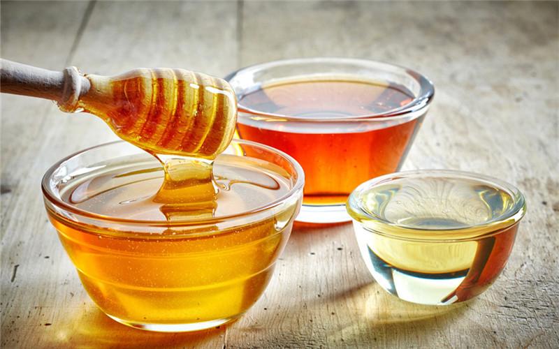 夏天喝蜂蜜水的好处(热天喝蜂蜜水有什么效果)
