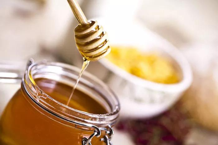 蜂蜜结晶好还是不结晶好(蜂蜜结晶是真蜂蜜还是假蜂蜜)