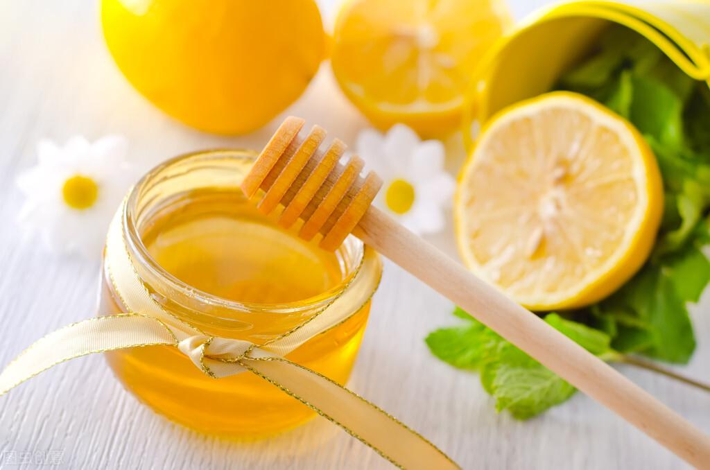 蜂蜜面膜怎么做最补水(蜂蜜怎么做面膜可以祛斑美白补水)