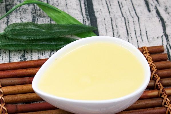 蜂王浆含量最高的是哪种物质(蜂王浆中的主要成分是什么)