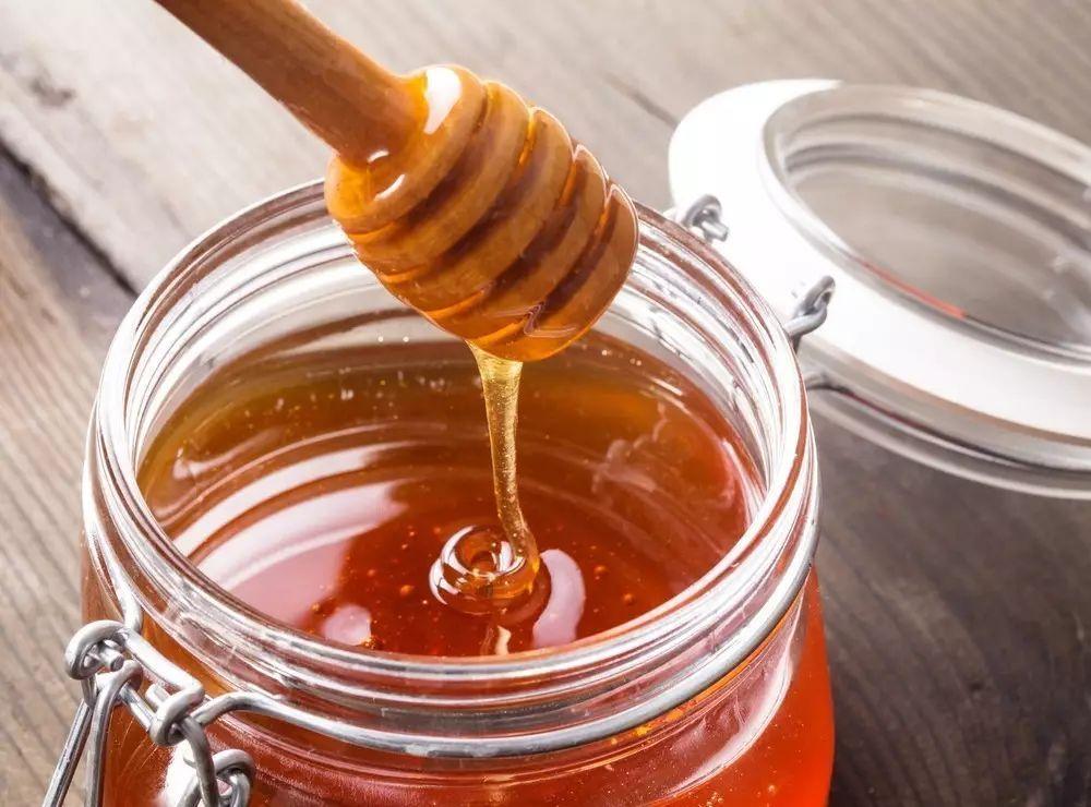 椴树白蜜和蜂蜜的区别(椴树蜂蜜和普通蜂蜜哪个好)