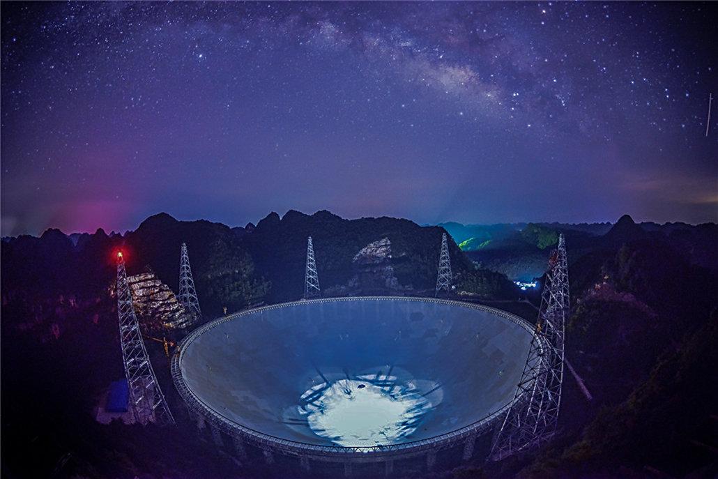 银河系中心传来神秘信号,一年重复13次,天文学家:不是已知天体