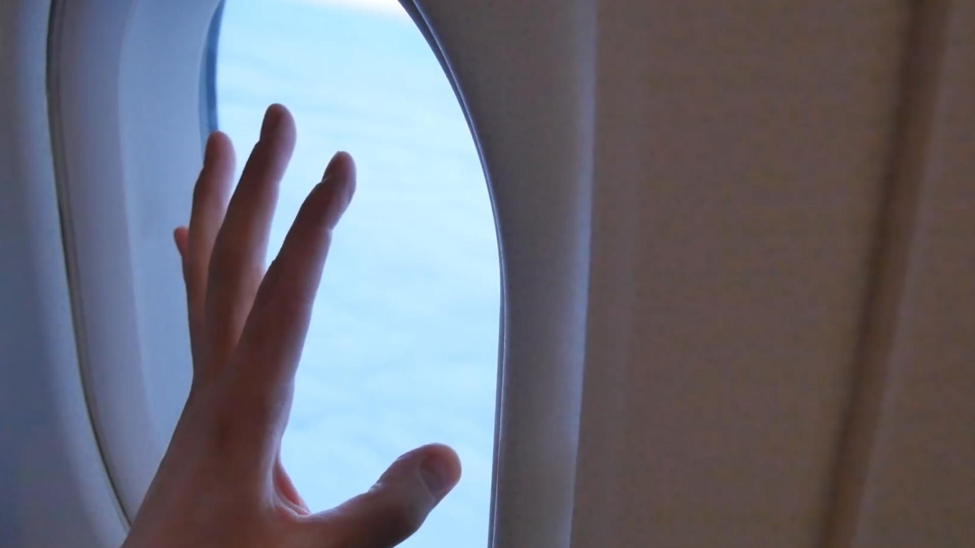 飞机窗户上的这个小洞,你知道是做什么的吗?