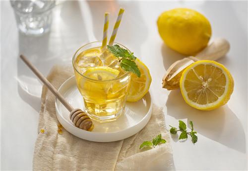 蜂蜜柠檬茶什么时候喝效果最好(喝蜂蜜柠檬茶需注意的事项)