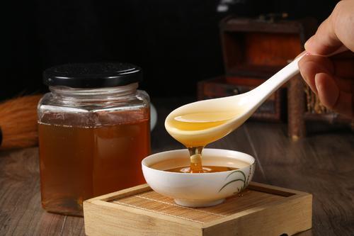 蜂蜜柠檬茶是早上喝好还是晚上喝好(喝蜂蜜柠檬茶需要注意什么)