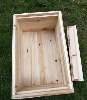 蜂箱外面有一团蜂是怎么回事(蜜蜂在蜂箱外面抱成一团是什么原因)