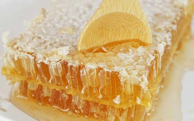 天然蜂巢蜜结晶是真的吗(真正的蜂巢蜜会结晶吗?)