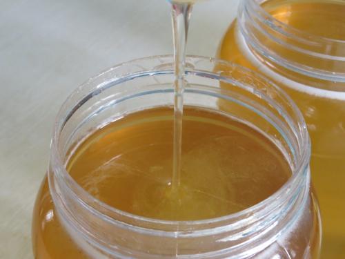 椴树蜂蜜过期了还能喝吗(椴树蜂蜜吃了对身体有害么)