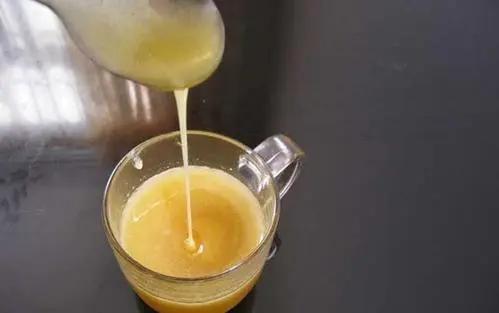 椴树蜂蜜怎么分辨蜂蜜真假(辨别椴树蜂蜜的真假的方法)