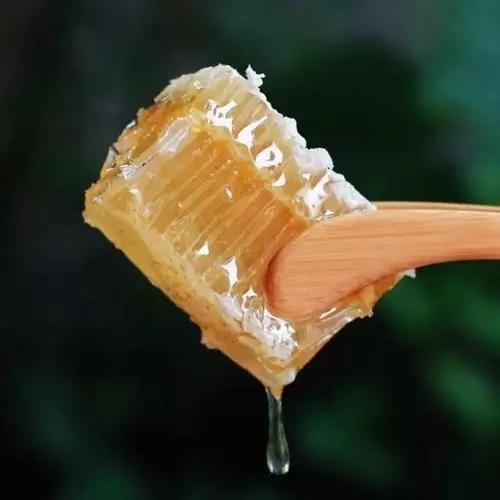 蜂巢蜜好还是蜂蜜好(蜂巢蜜和蜂蜜的区别)