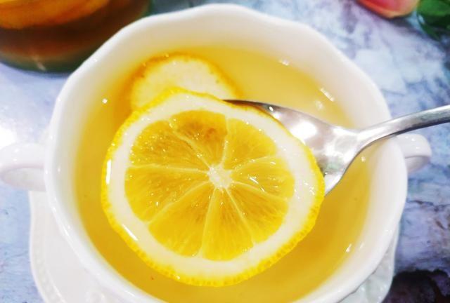 荔枝蜜可以泡柠檬吗(荔枝蜜加柠檬的做法)